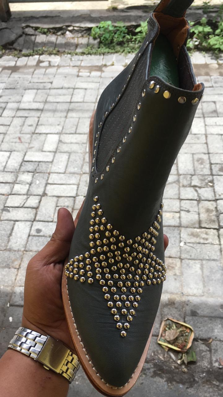 STAR STUDDED BOOT