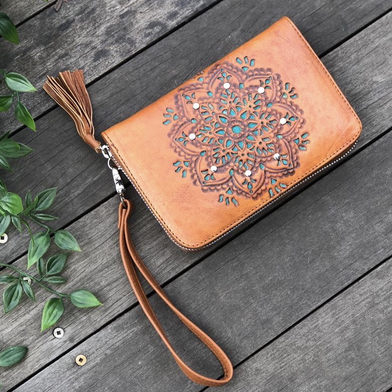 HAND TOOLED SUMMER ZIP ROUND WALLET